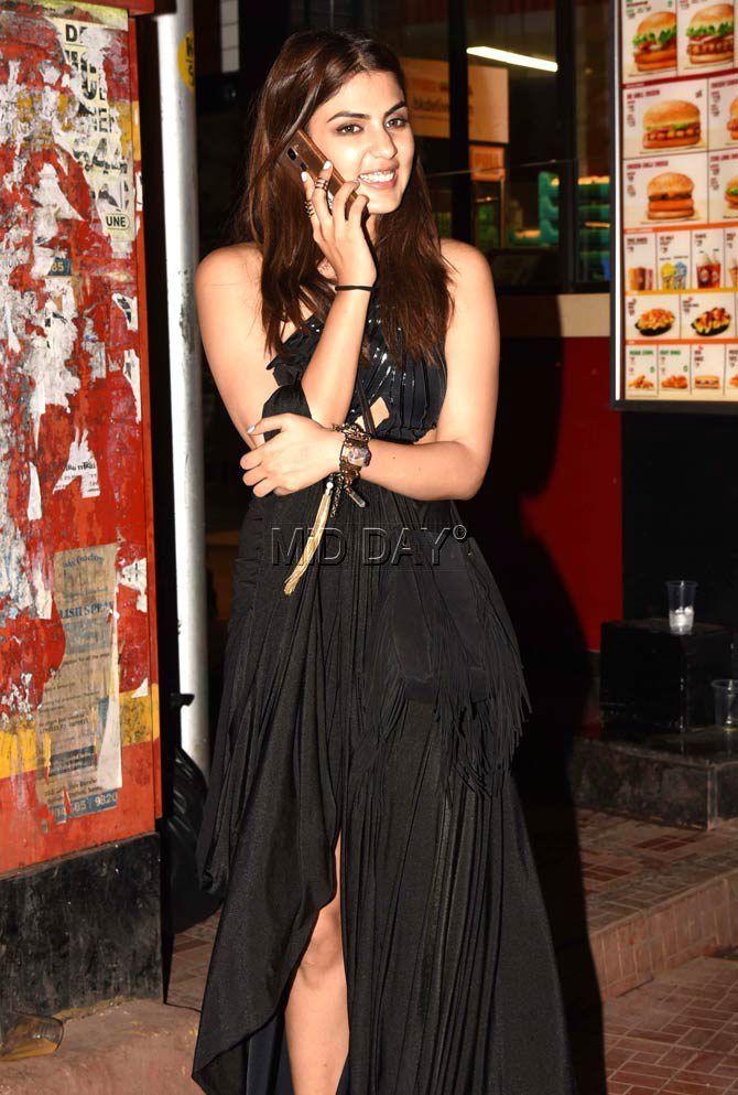 bae5b7b6c20e65 Rhea Chakraborty spotted at Bandra nightclub. #Bollywood #Fashion #Style # Beauty #Hot #Sexy