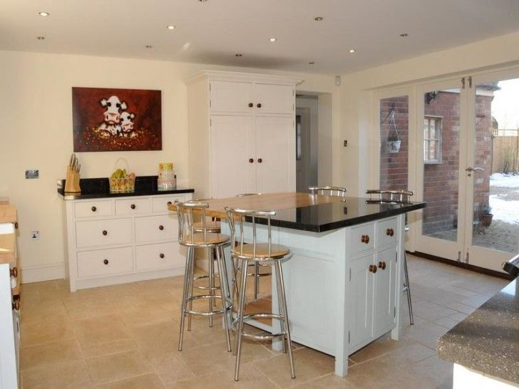 Using Free Standing Kitchen Islands with Seating for a Combined