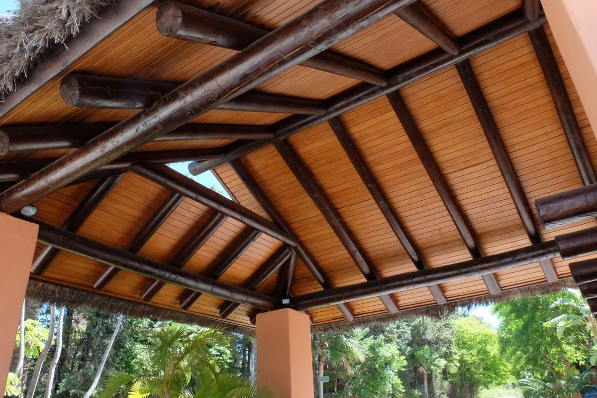 COBERTI Cubierta de cenador con madera de palo redondo sobre pilares ...