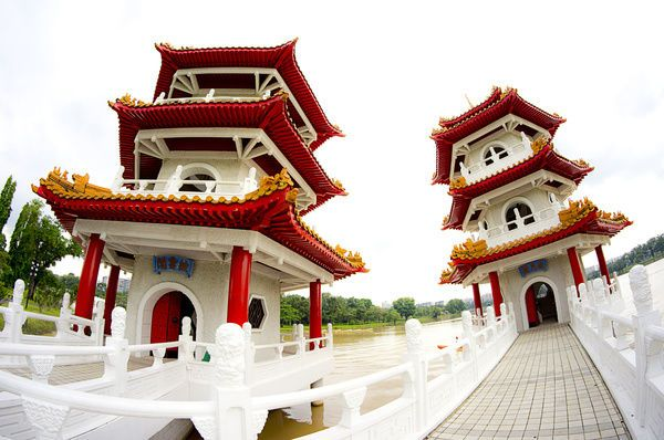 Canvas Print The Twin Pagodas in the Chinese Gardens