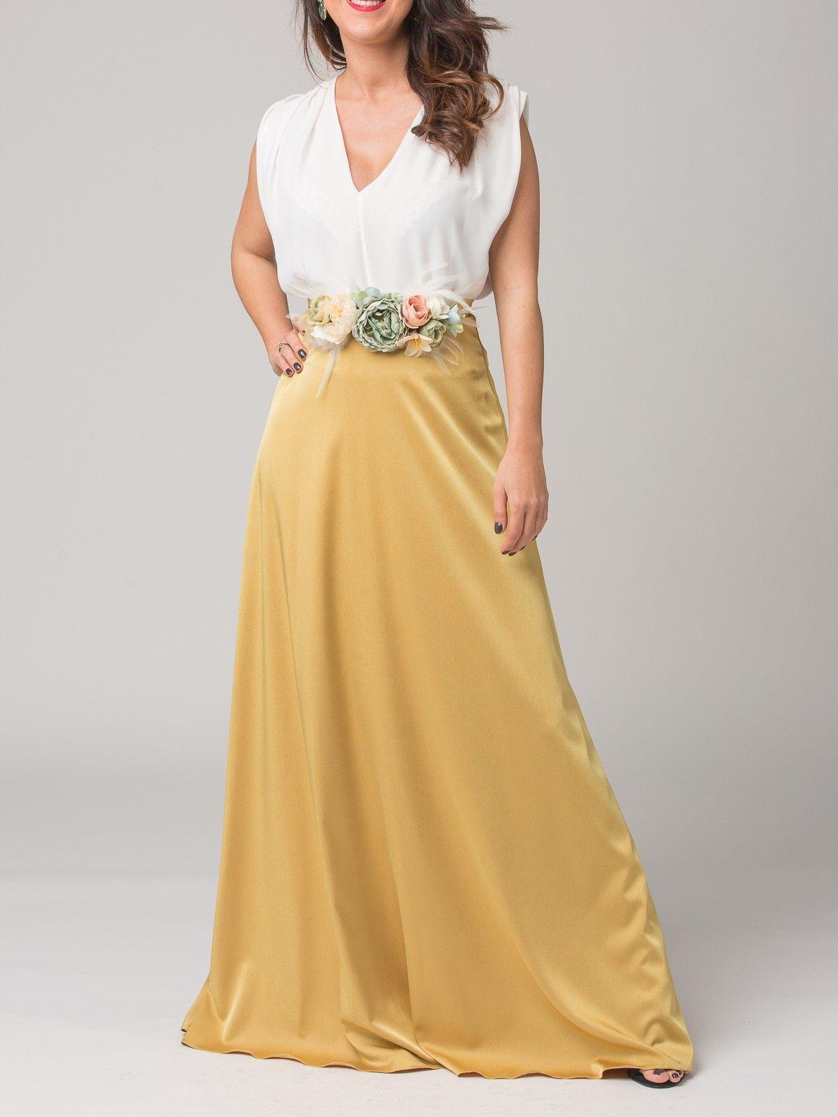 e22ed6d999 Falda Balbina - Falda larga de raso en color mostaza. Cierre con cremallera  invisible trasera