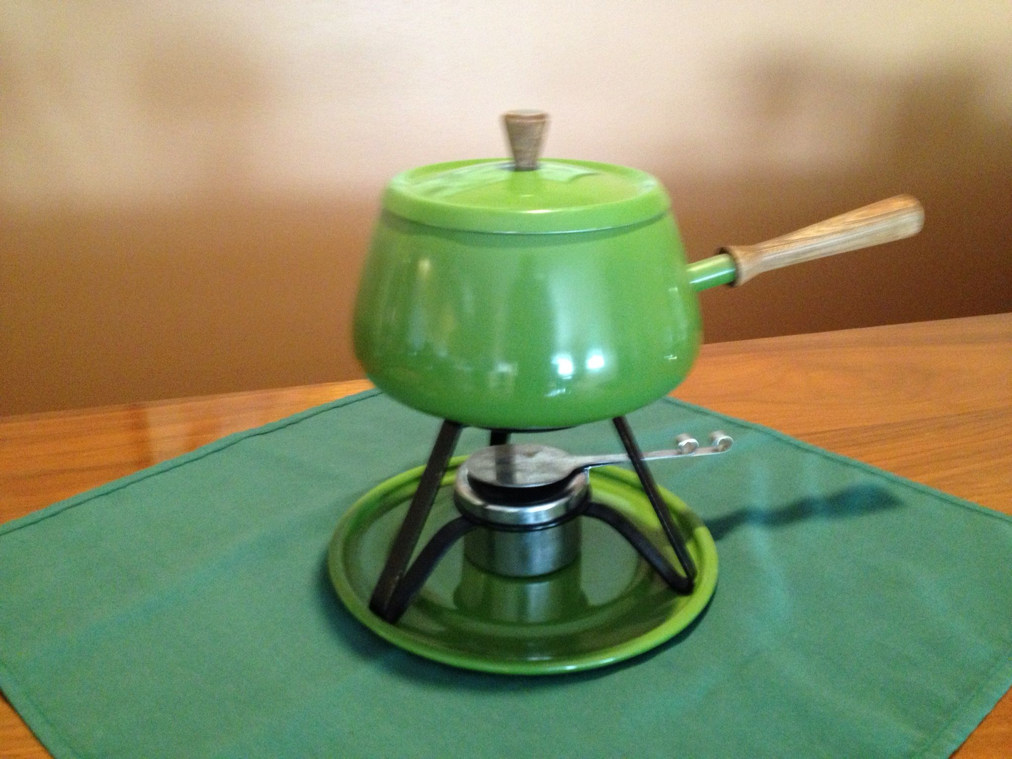 If you have an orange fondue pot you need a green one to.
