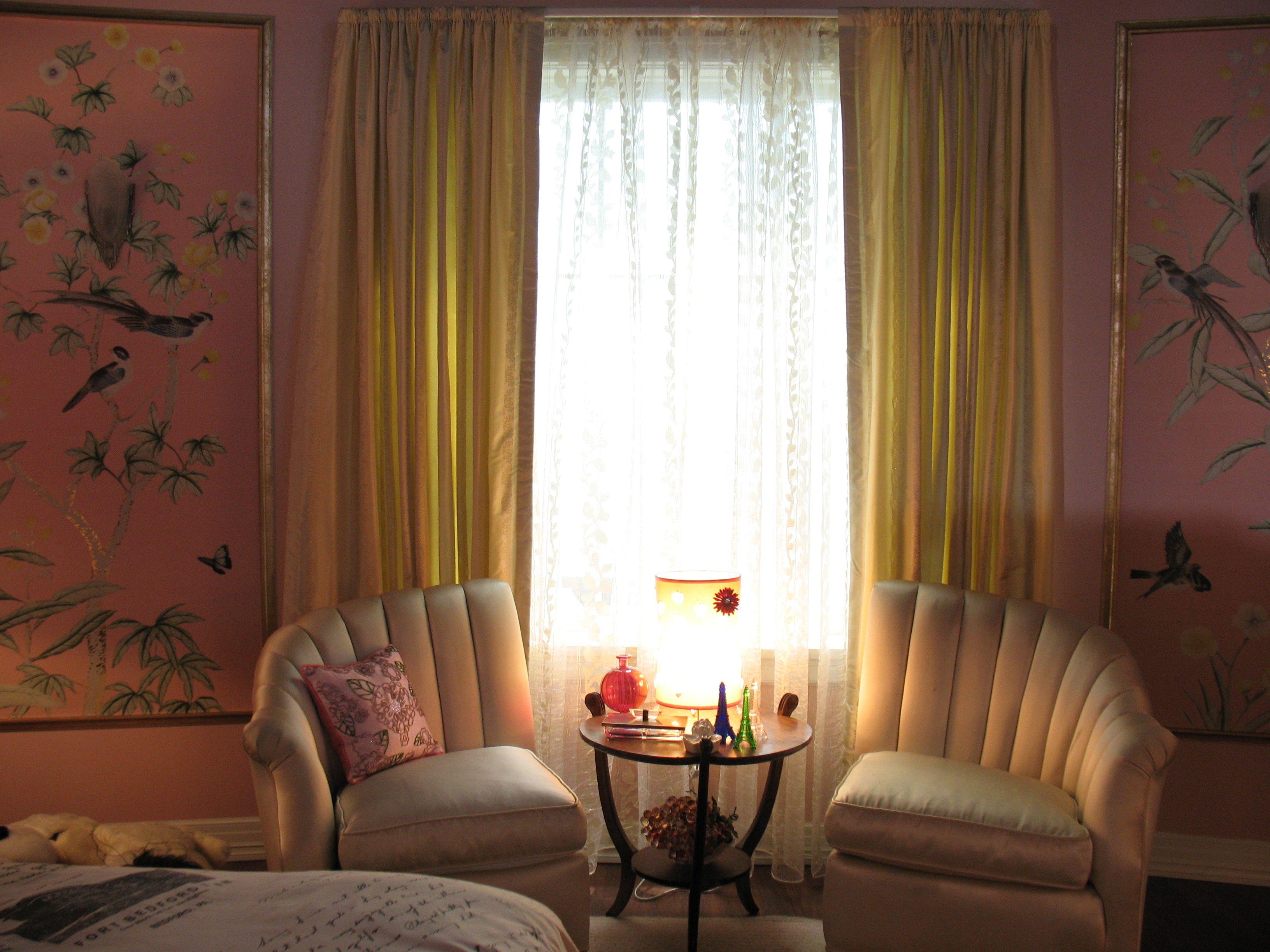 We want that split love seat pretty little liars ali for Split bedroom