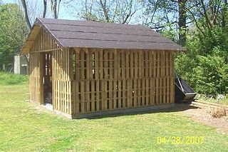 Pallet Shed. my husband would just love this... possible fathers day gift