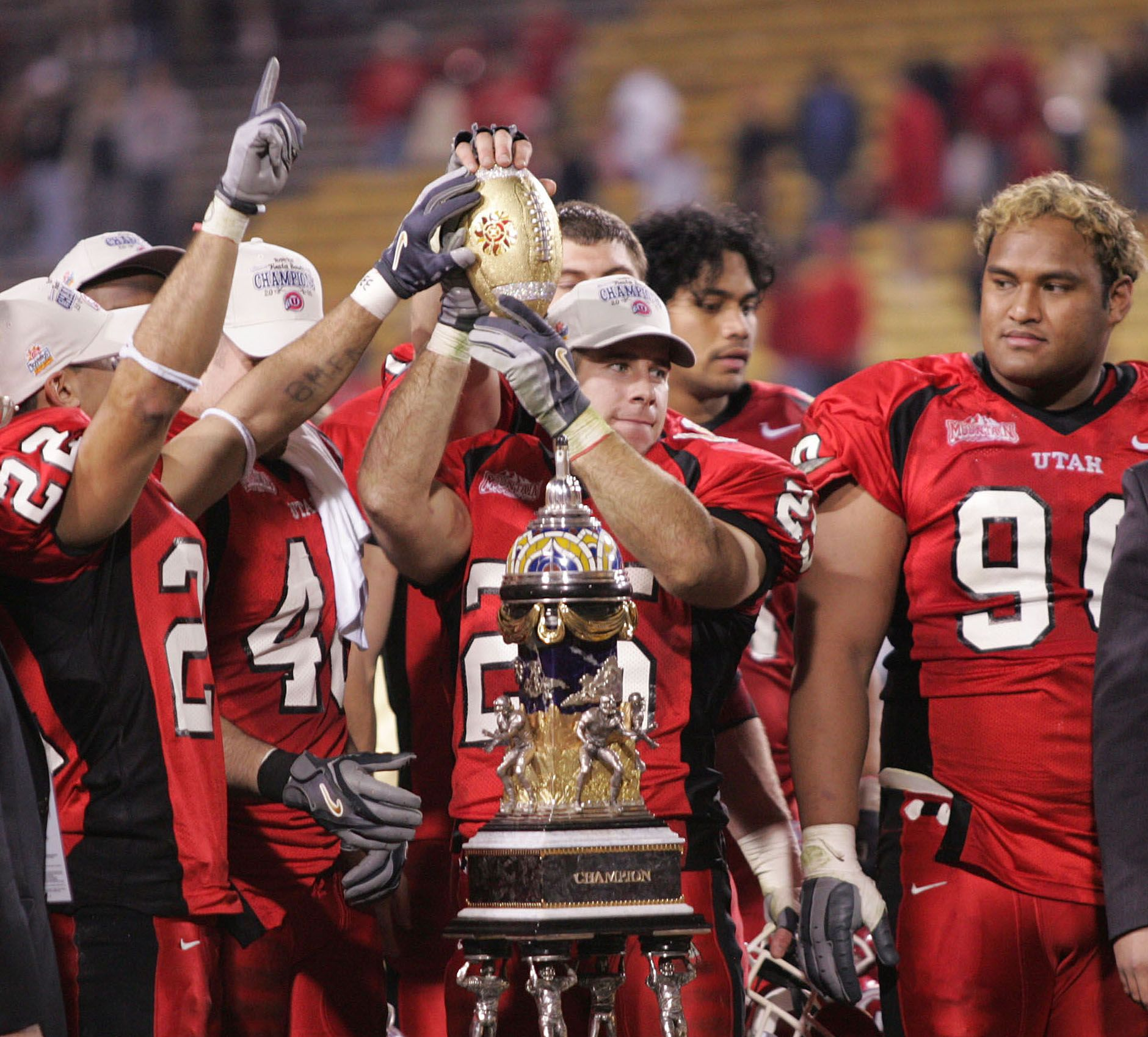 Utah Was The Very First Bcs Buster In 2004 Here Are The Utes Including Current Assistant Coach Morgan Scalley Center Cel Utah Utes Utes Historical Moments