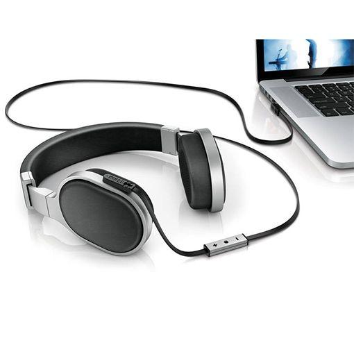 Det finnes mange hodetelefoner på markedet, men det er ikke mange som stikker seg såpass ut fra mengden som M500 fra den kjente høyttalerprodusenten KEF. De meget flotte materialene, den nydelige bærekomforten og den lekre lyden gjør disse til et par hodetelefoner du kommer til å bli stolt av å eie, og glad av å lytte til.  Lydbildet er behagelig og passer til alle typer musikk, og den passer til alle typer mobile enheter og alt annet. Her får du veldig mye og god lyd for kr. 2795.-