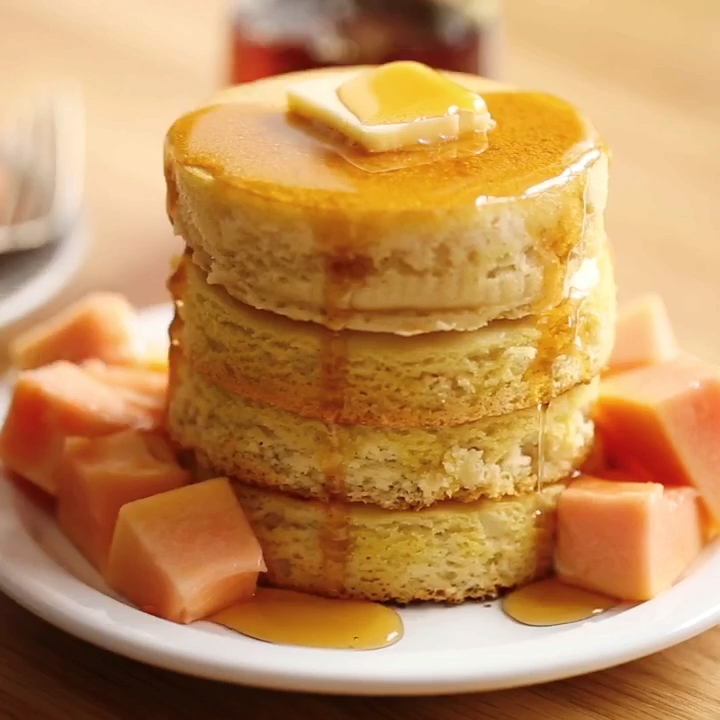 Paleo Pancakes Homemade paleo pancakes. Fluffiest pancakes of your life! These healthy almond flour pancakes are life-changing. You won't believe these pancakes are gluten free and paleo, they are so good and light and fluffy. Easiest paleo pancake recipe.