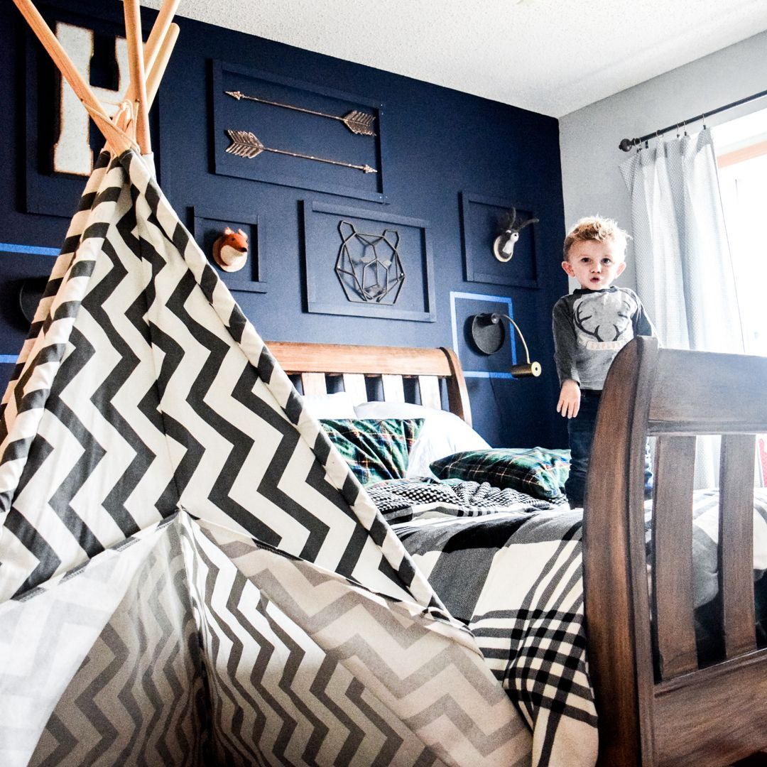 Navy Blue Accent Wall Study: Boys Room Inspiration With Navy Blue Accent Wall. Outdoor