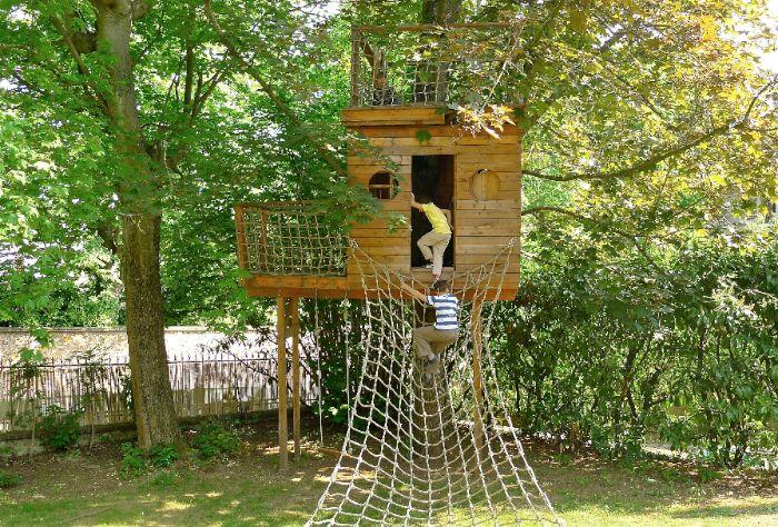 Cabane En Bois Dans Les Arbres Recherche Google Houses Tiny