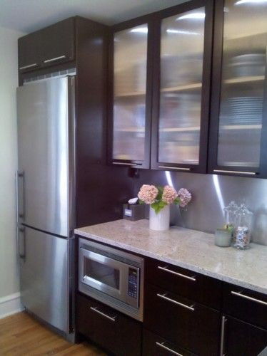 Kashmir White Granite W Espresso Cabinets And Large Hardware For
