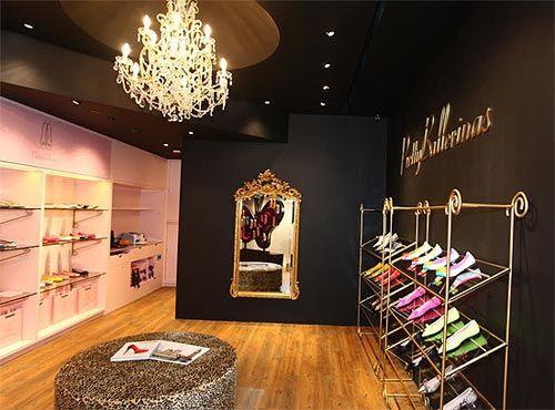 Apertura de una nueva boutique de Pretty Ballerinas en Hong Kong: http://www.estiloymoda.com/articulos/pretty-ballerinas-hong-kong-14.php