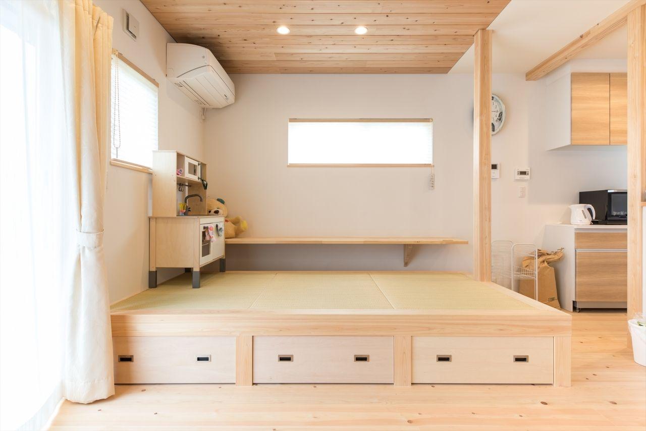 子どもが楽しく遊びまわる小上がりのある家 お客様の声 静岡 愛知の注文住宅 工務店 株式会社福工房 土間のある木の家 家 小 上がり 和室 リビングダイニング 収納