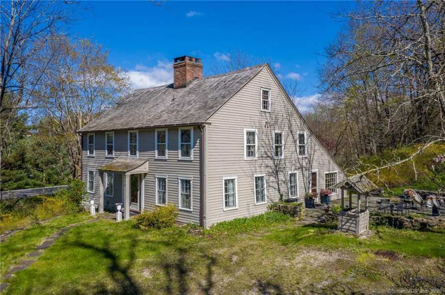 Full Of Original Details This Circa 1790 Home Evokes A Charm And Coziness Of An Earlier Time In 2020 Old House Dreams Colonial House House