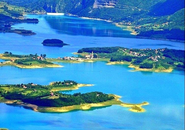 Ramsko Jezero بحيرة رامسكو تقع ضمن بلدية Prozor Rama البوسنة والهرسك Ramsko Jezero البوسنة والهرسك Outdoor Water Coastline