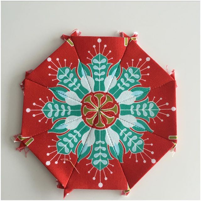 Stunning paper pieced octagon using fabric from Amanda Herrings La Vie Boheme fabric line #iloverileyblake #fabricismyfun