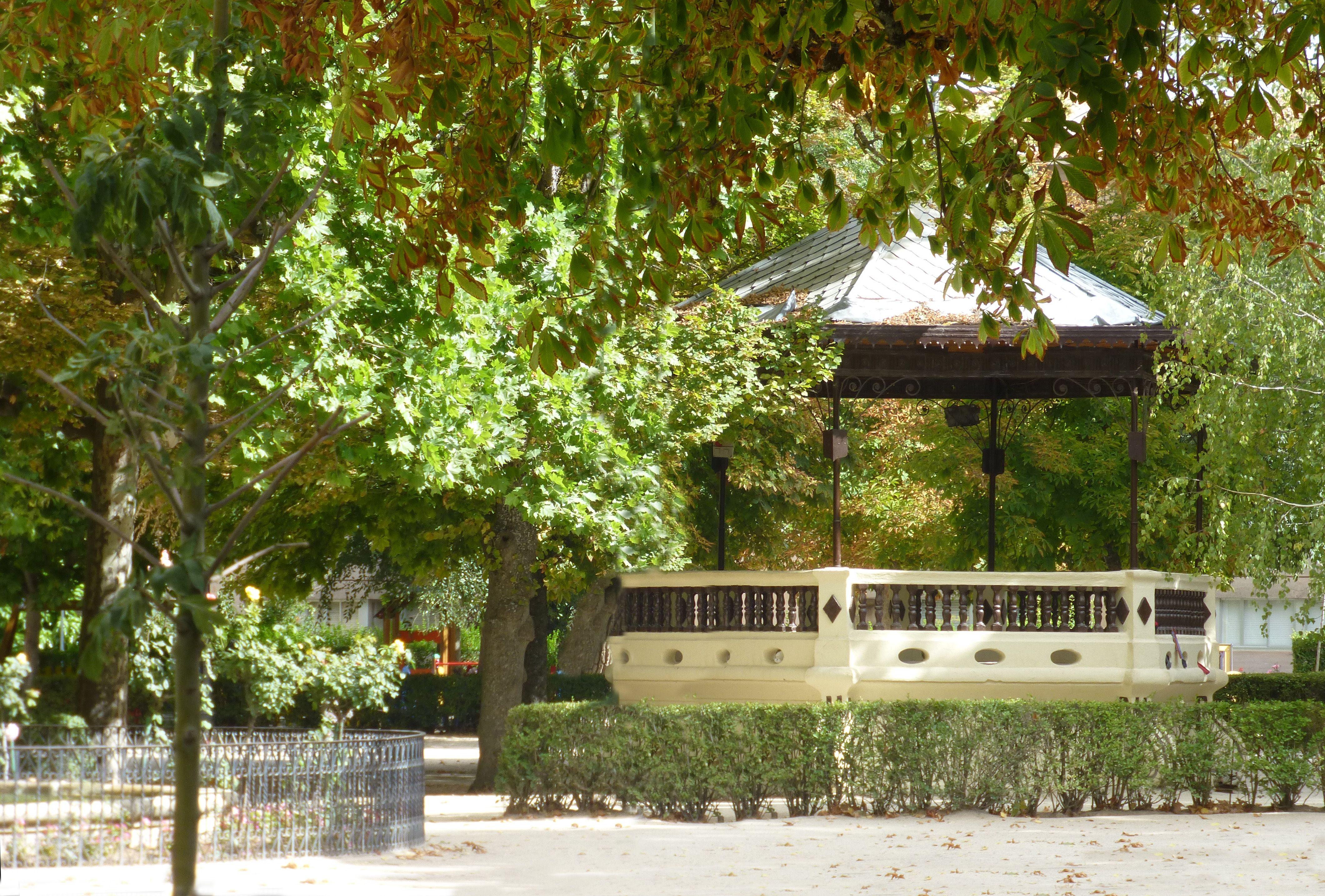 Jardín La Alameda En Sigüenza Guadalajara España Guadalajara España Parques Nacionales