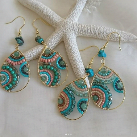 As you go on your jewelry making journey, you'll discover that you will often encounter wires. Precious jewelry makers, the innovative lot, have found lots of methods to integrate them in pieces in different ways.