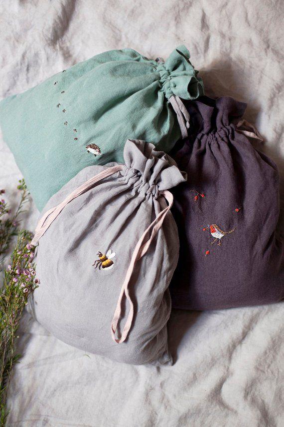 Grand sac pochette en lin gris clair et rose pastel avec broderie à la main en option   – Vernäht