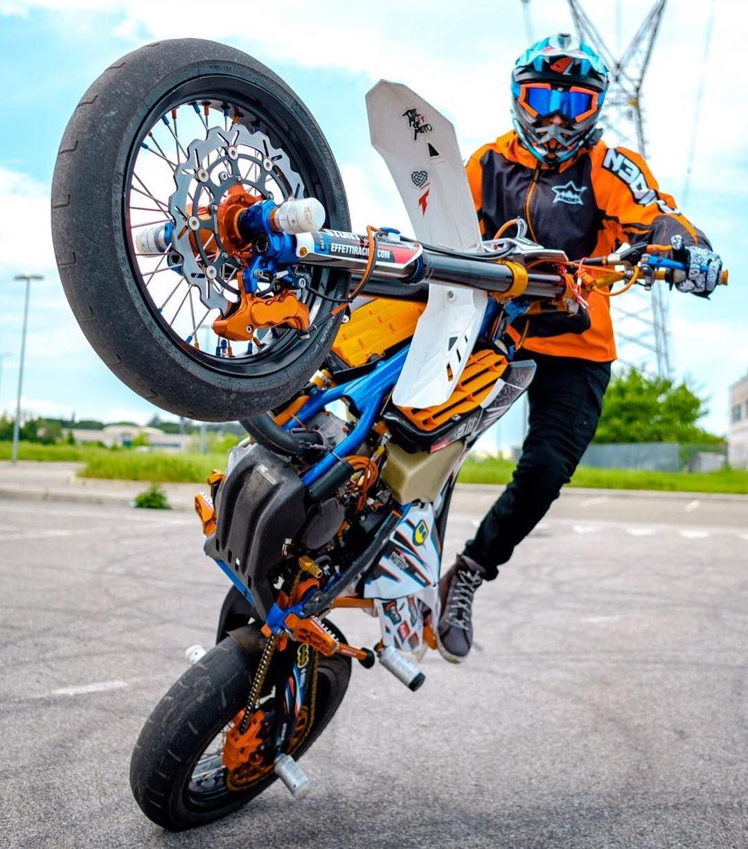 Stand Up Circle Wheelie By Soat Sh Supermoto Rawnegade Motos