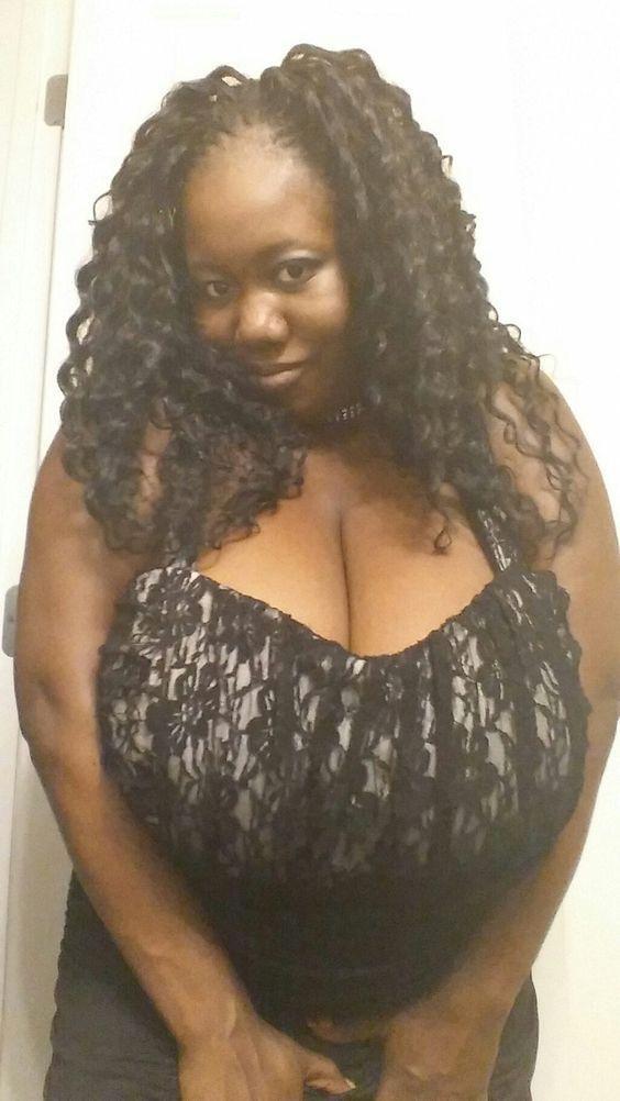 Ebony breasts foto 64