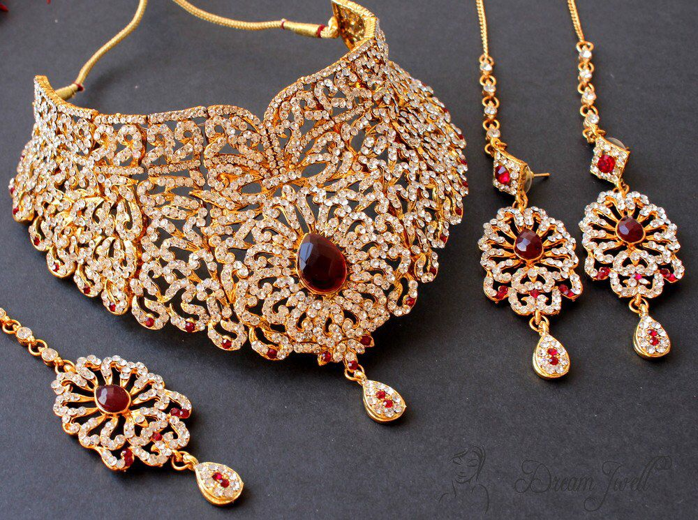Image from http://assets1.craftsvilla.com/catalog/product/cache/1 ...