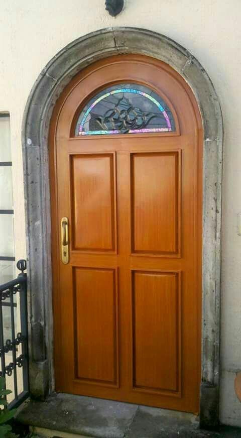 Puerta de metal imitaci n madera en arco cristalacero for Puertas de madera con herreria