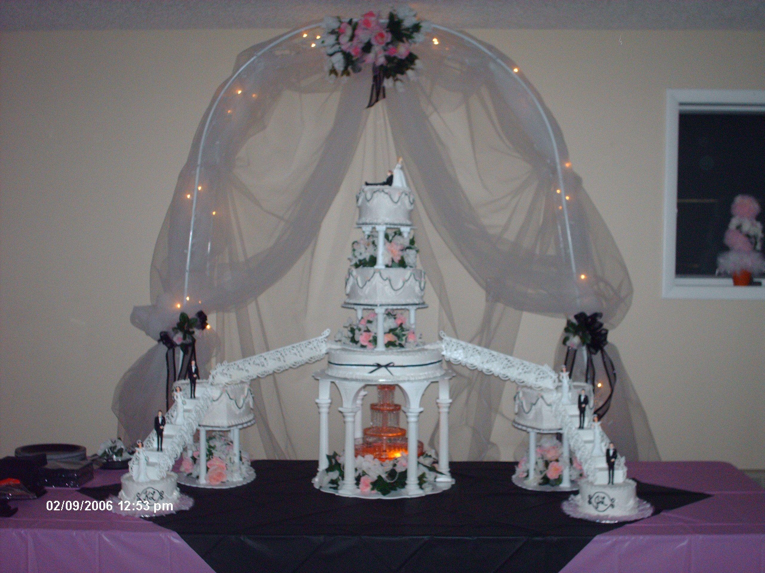 Wedding cake with fountain Big wedding cakes, Cinderella