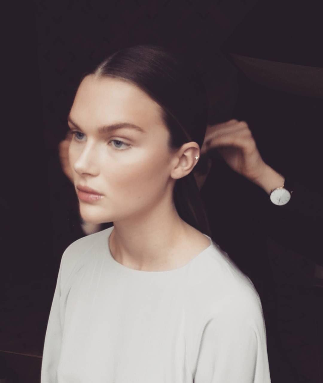 Beautfiul look by mua @lindanicolaysen. On this model she used our Luxe Liquid Foundation, Contour Kit on the eyes and below the cheekbones,  Brow Powder Duo in 'brown' for eyebrows and Gloss on the lips in 'naked'.