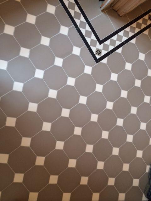Winckelmans Fliesen floor tiles oktagon grått med vita fyrkanter