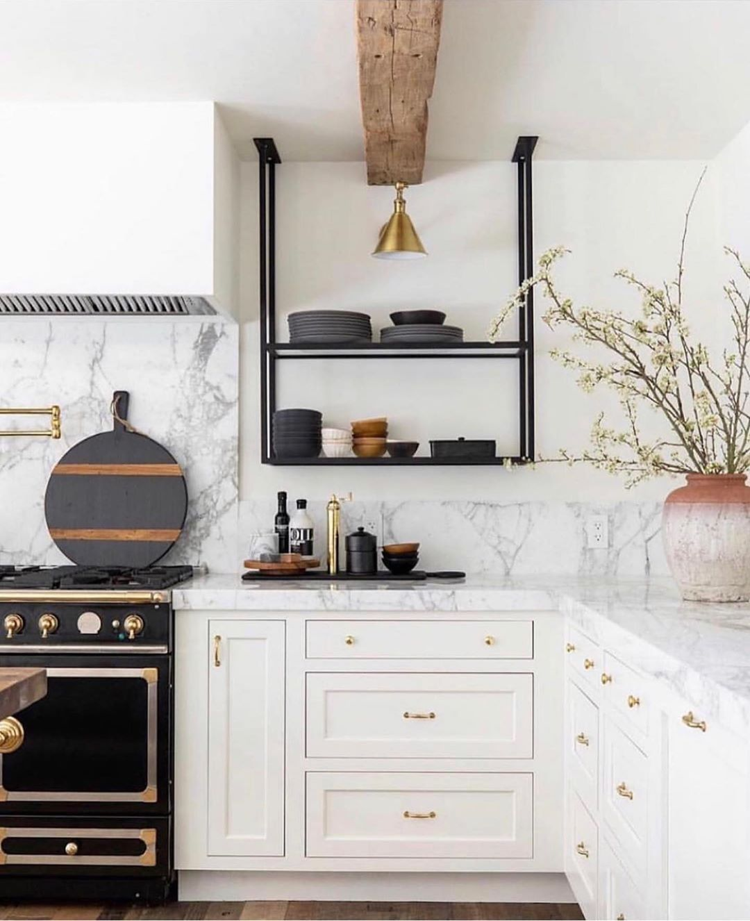 Hofdeco On Instagram Let S Have A Look At This Light And Bright Kitchen Classic Black And White Vibes A Kitchen Remodel Kitchen Inspirations Kitchen Design