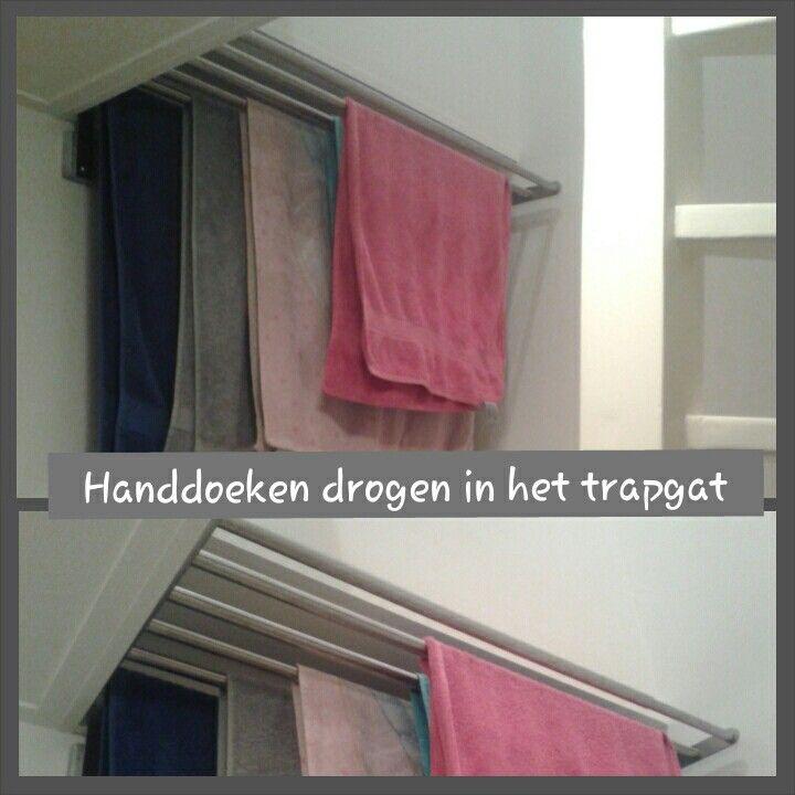 IKEA handdoekenrek (in breedte verstelbaar) bij de trap naar zolder ...
