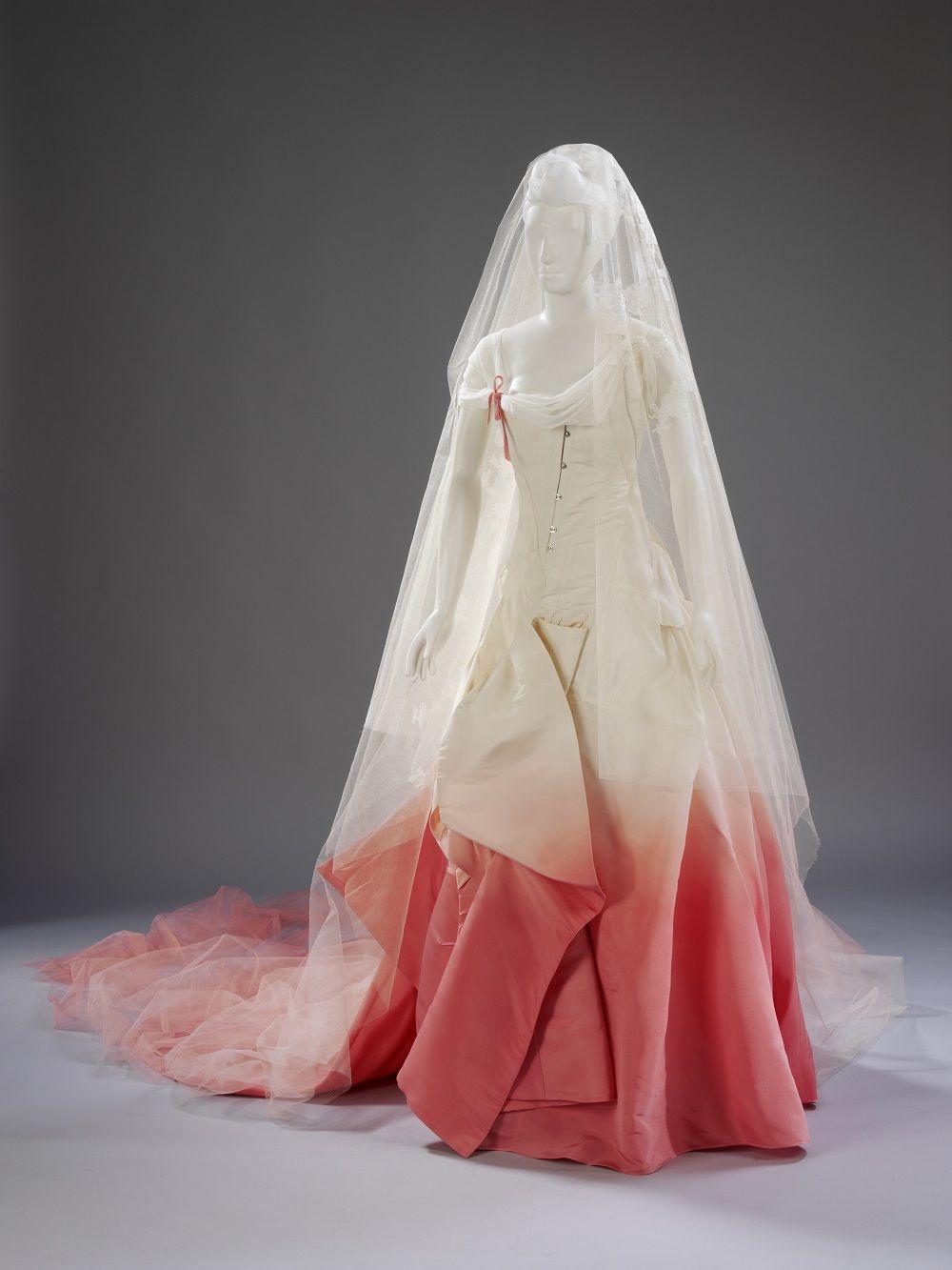 18th century wedding dress  gwennng      pixels  robes  Pinterest  Dress designs