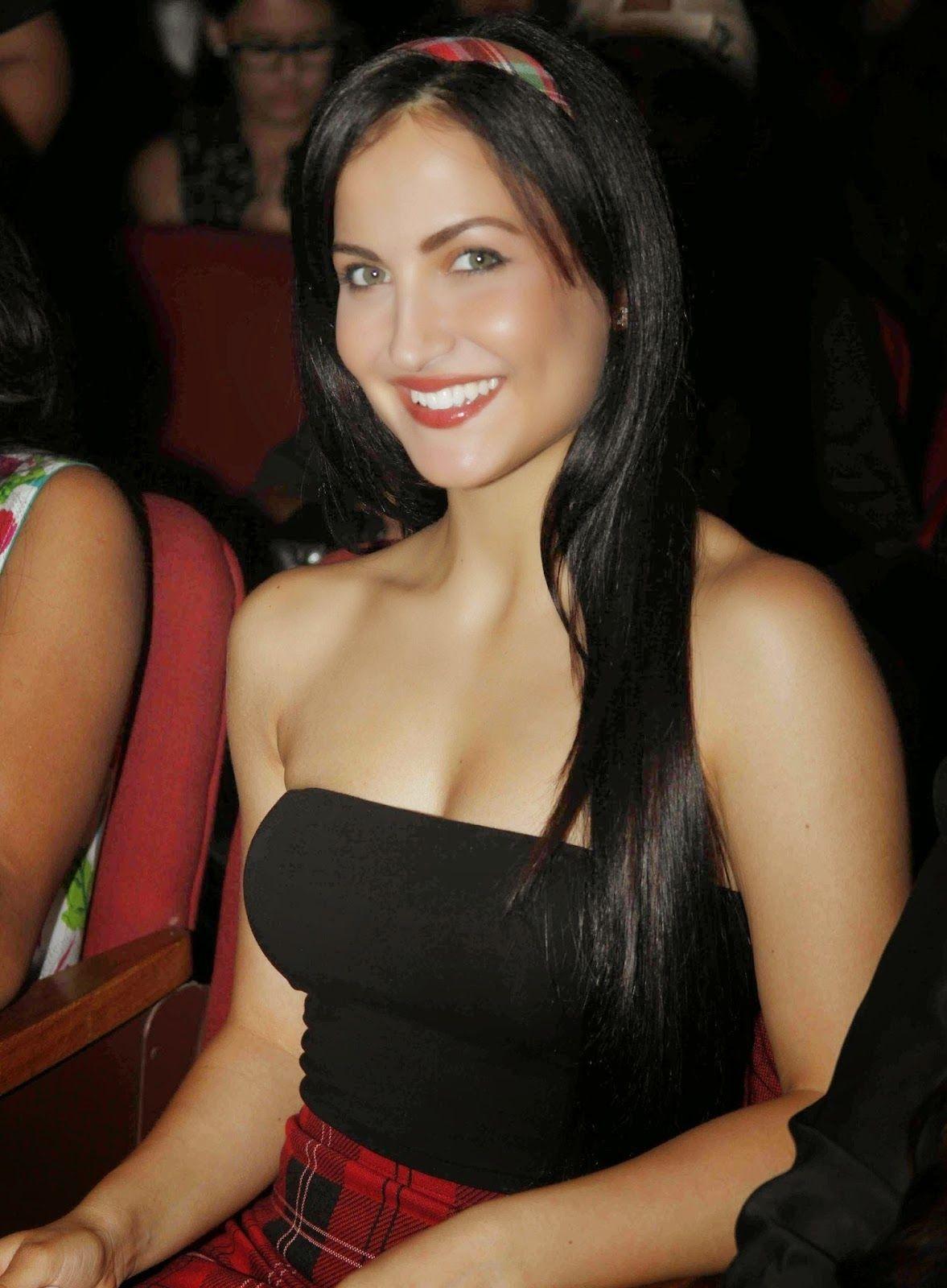 Celebstills Elli Avram Hot Photos  Bollywood Actor -4042