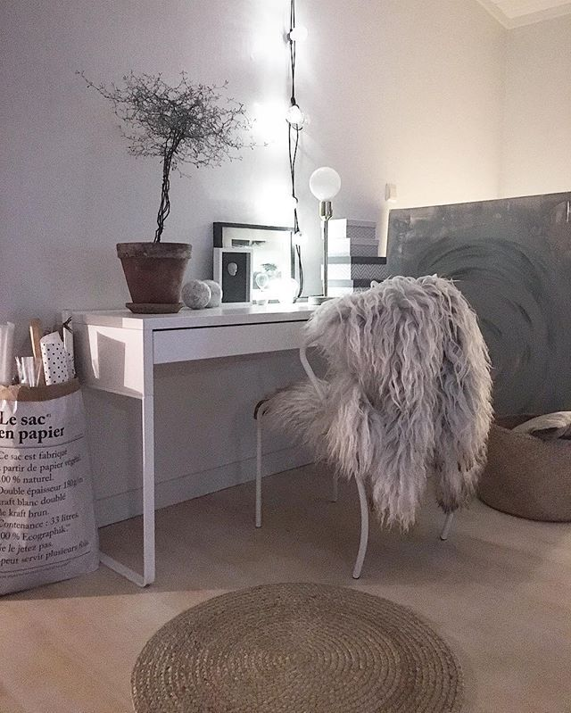 Cozy nights✔️ #interior#interiordesign #interiør #interior4all #interior9508 #interiormilk#interiorwarrior#myhome#homedesign#bazilicumhome #homeforinspo #inspire_me_home_decor #scandinavianhome#scandinaviandesign #nordicinspiration #nordichome #mynordicroom#whiteinterior#asafotoninspo#vakrehjemoginteriør