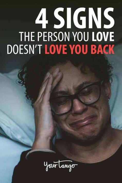 Signs he doesnt love you back