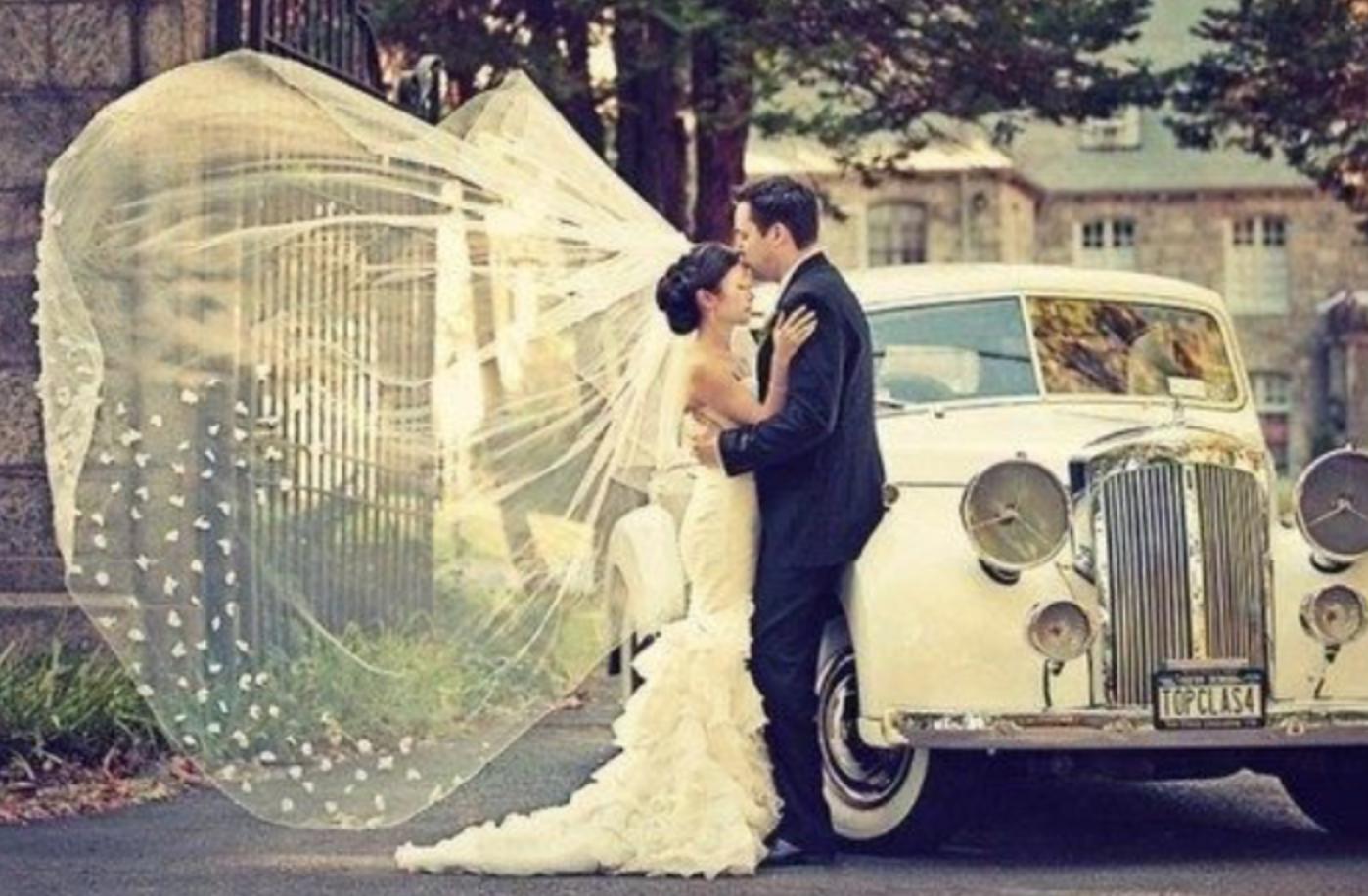 Spontaneous Wedding Photo Photos Brideandgrrom Veil