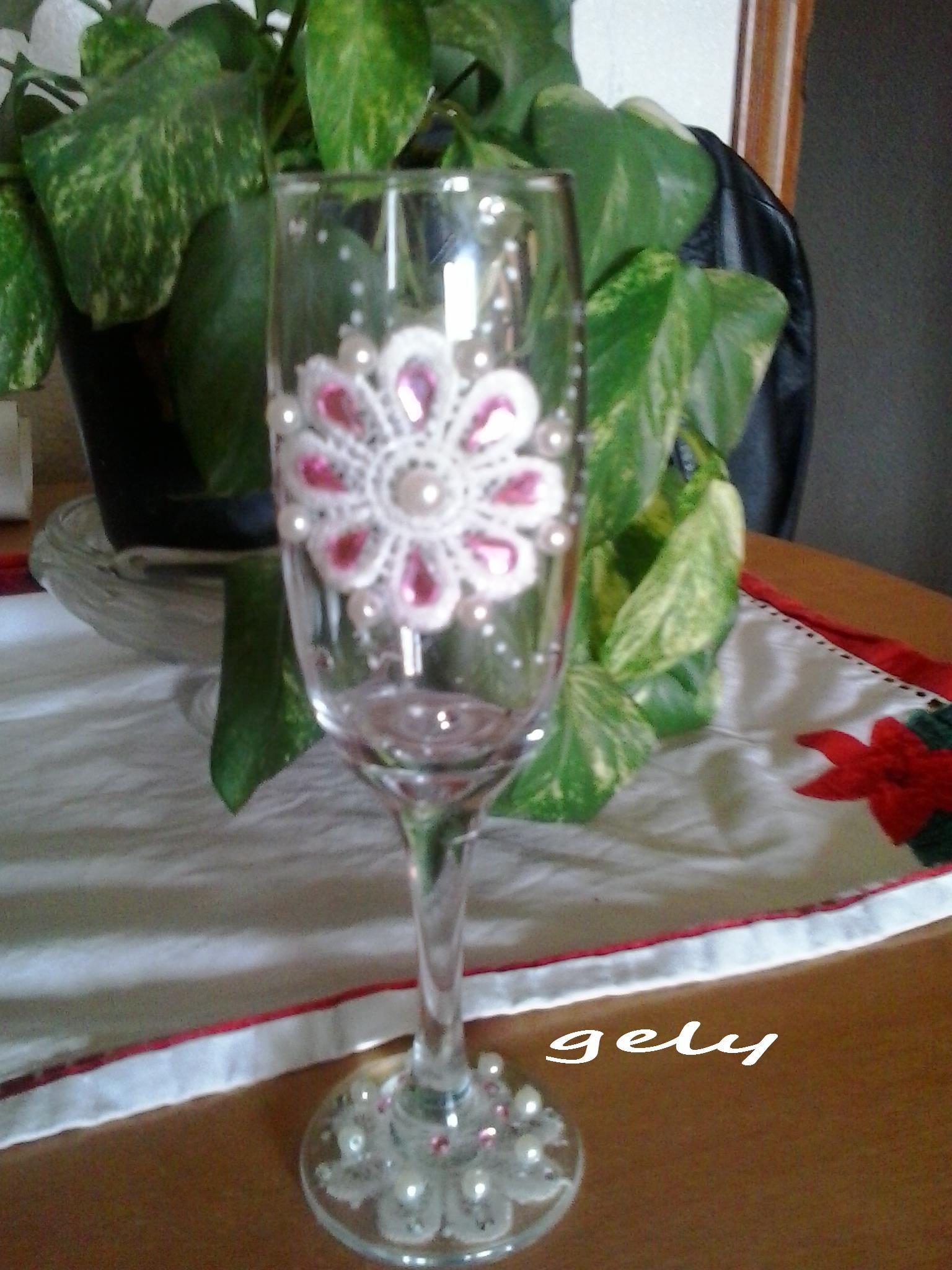 Copa decorada con encaje puntillismo y pedreria mis for Copas decoradas a mano