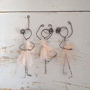 43 Wire Art Sculptures that emphasize your space - #art # emphasize #the #your #space ... - heart -  43 wire art sculptures that emphasize your space – #Art #betonen #the #their #Room…  - #art #emphasize #heart #Printmaking #Sculpture #Sculptures #Space #WeddingPhotography #Wire
