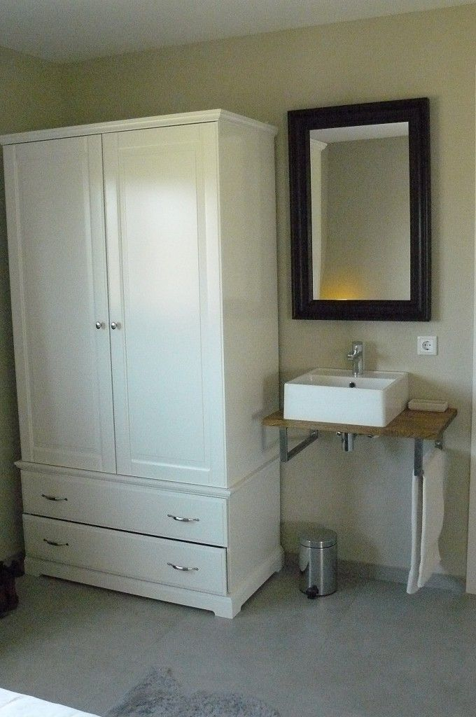 Kast en wastafel slaapkamer beneden | wastafel | Pinterest ...