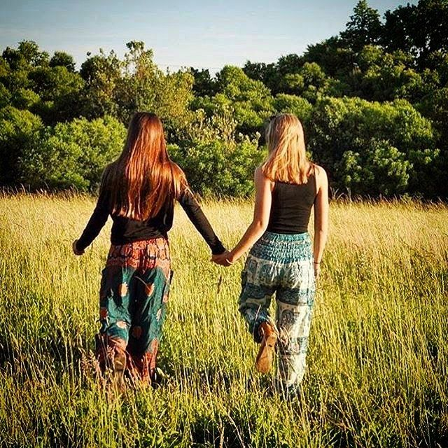 Friends who wear elephant pants are the best friends ☺ @theelephantpants         é     By @tepbianca11 #theelephantpants #TEP #TEPambassador #savetheelephants #elephants #IEF #brandsthatgiveback #fashionwithacause #namasté #yourecool #saveelephantsfeelgood  #5av #brandambassador