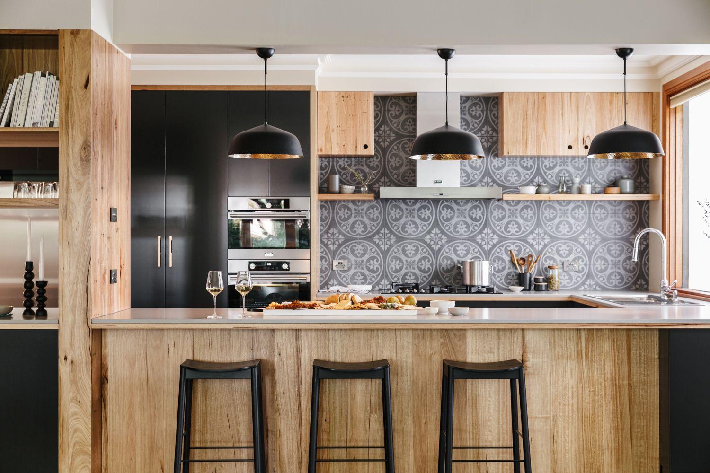 Solid Wormy Chestnut Island Back With The Matt Black Pendants By Zaffero Kitchens Kitchen Inspiration Design Contemporary Kitchen Design Contemporary Kitchen
