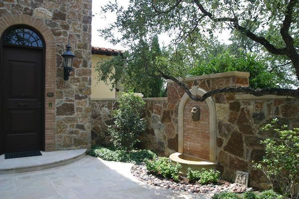 Italian courtyard designs courtyard wall fountain for Italian courtyard garden design ideas