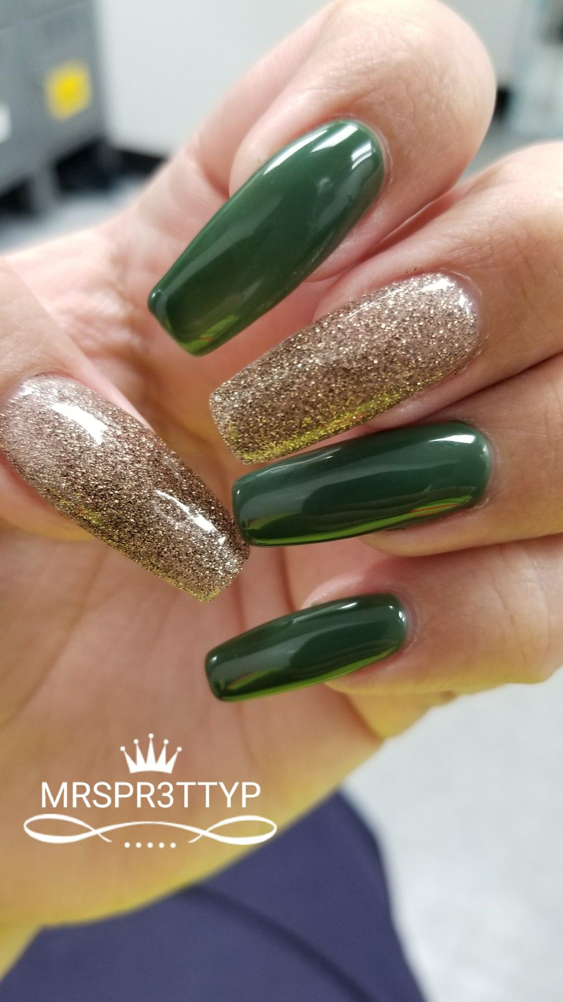 Green and gold coffin nails @MrsPr3ttyP
