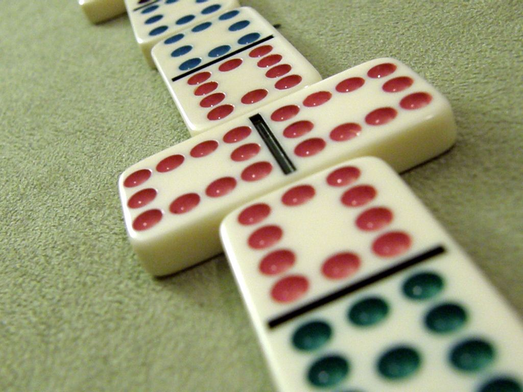 Play Mexican Train Domino Game