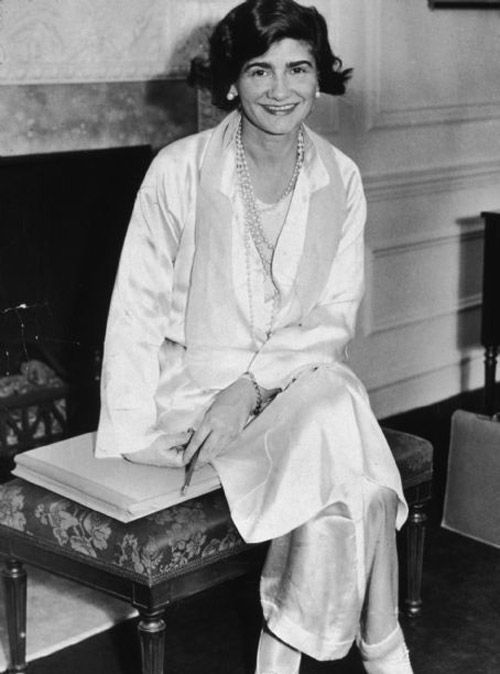 coco chanel make pyjamas master piece of the wardrobe wear it to go to the beach or to go to a. Black Bedroom Furniture Sets. Home Design Ideas
