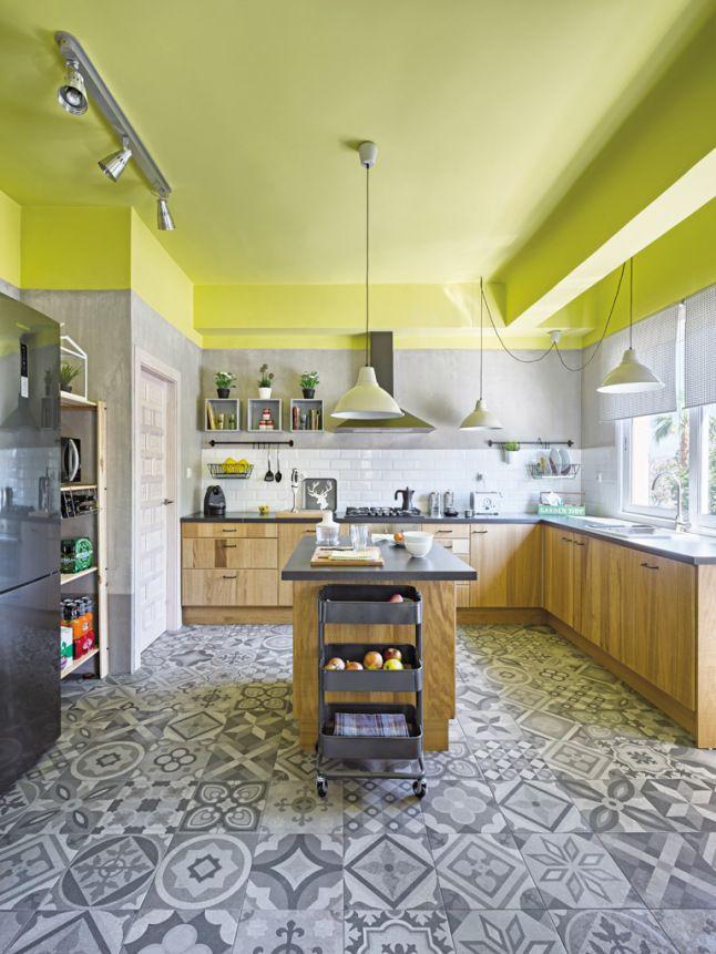 Cuisine carrelage à motifs et murs vert pomme | Cuisines ...
