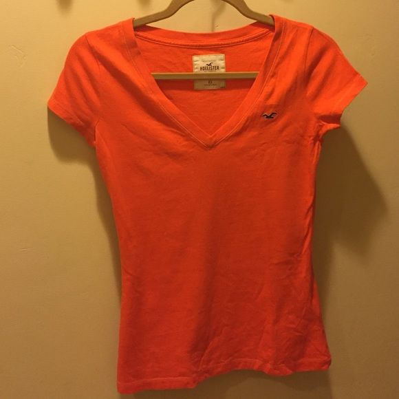 Hollister California t shirt V-neck, t-shirt, short cap sleeve in excellent condition EUC Hollister Tops Tees - Short Sleeve