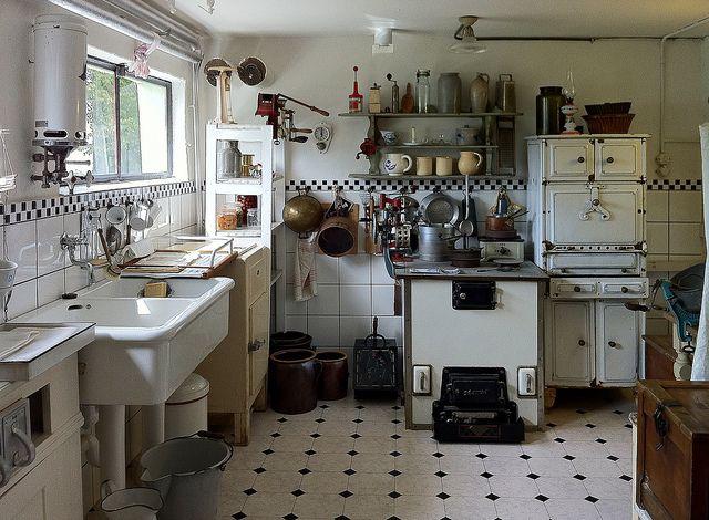 otto haesler @ his private luxury kitchen around 1930d.teil