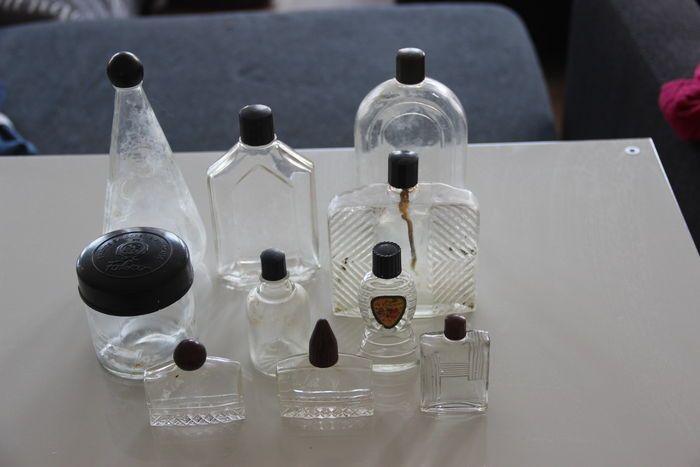 Online veilinghuis Catawiki: Lot van oude lotion flesjes met bakeliet knopje