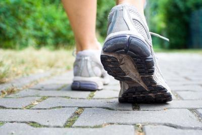 يصف الاطباء بشدة المشي للمرضى الذين يحتاجون لانقاص الوزن وزيادة اللياقة
